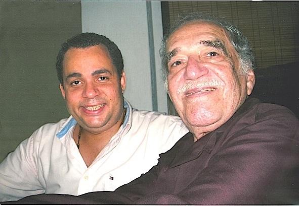 Hernán Urbina Joiro poeta Con Gabo 2004